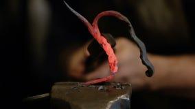 Handgjord hovslagaresmidemetall arkivfilmer