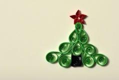 Handgjord julgran som ut klipps från pappers- Fotografering för Bildbyråer