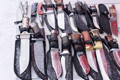 Handgjord kniv med det retro trähandtaget royaltyfria foton
