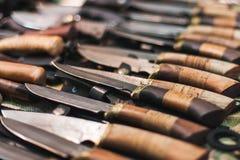 Handgjord kniv med det retro trähandtaget Royaltyfri Fotografi