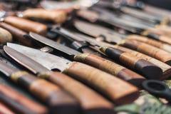 Handgjord kniv med det retro trähandtaget Arkivbilder