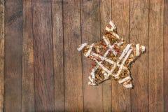 Handgjord stjärna för beröm på träbräde Royaltyfri Fotografi