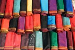 Handgjord textil för traditionell kvinnaklänning. Arkivfoto