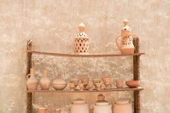 Handgjord traditionell arabisk till salu lerakruka Royaltyfri Bild