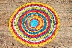 Handgjord traditionell rund matta arkivbild