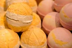Handgjord tvål i form av glass, kakor, andra former arkivfoton