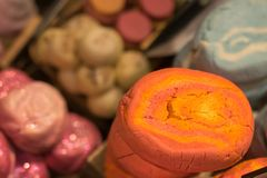 Handgjord tvål i form av glass, kakor, andra former arkivbild