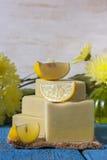 Handgjord tvål med citronen Royaltyfri Bild