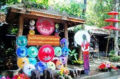 Handgjorda Art Umbrella för show- och försäljningshandelsresande på Bo-sjöng handen Royaltyfri Fotografi