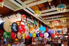 Handgjorda Art Umbrella för show- och försäljningshandelsresande på Bo-sjöng handen Arkivfoton