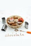 Handgjorda choklader i korgen Royaltyfri Foto