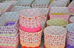Handgjorda cylinder- och fyrkantplast-korgar Royaltyfria Foton