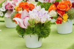 Handgjorda dekorativa pappers- blommor Fotografering för Bildbyråer