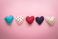 Handgjorda hantverk för gulliga förälskelsehjärtor för valentin dag Royaltyfria Foton