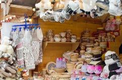 Handgjorda hantverk på stad marknadsför Arkivbild