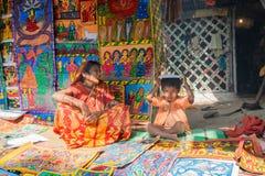 Handgjorda konstverk, hemslöjder som säljs på Pingla, västra Bengal, Indien Arkivbilder