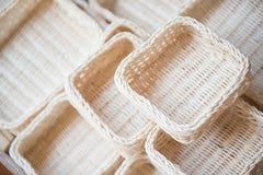 Handgjorda korgar som göras från naturprodukter Royaltyfri Fotografi