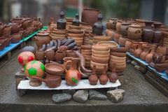 Handgjorda lerakrukor, krus som dricker hornet Keramiskt pläterar Fotografering för Bildbyråer