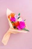 Handgjorda pappers- blommor Fotografering för Bildbyråer