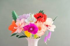 Handgjorda pappers- blommor Royaltyfri Bild