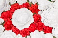 Handgjorda pappers- blommor på inre Royaltyfri Foto