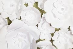 Handgjorda pappers- blommor på inre Royaltyfria Bilder