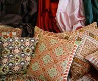 handgjorda persiska kuddar royaltyfria bilder