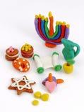 Handgjorda plasticineleksaker för Chanukkah Modellera färgrik textur för lera bakgrund isolerad white Royaltyfri Bild