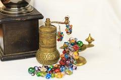 Handgjorda smyckenanvisningar armband och leratupp Royaltyfri Fotografi