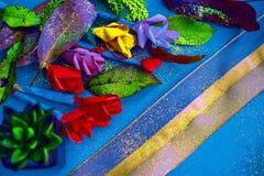 Handgjort pappers- hantverk Guld- skuggabakgrund för lyxig stearinljus Nedgångtemaslags tvåsittssoffa & bekväm rik tapet Guld- sn fotografering för bildbyråer