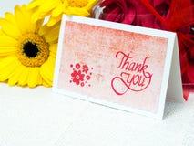 Handgjort tacka dig att card med blommor arkivfoto