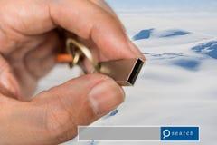 Handgriff USB-Blitz-Antriebsdoppelbelichtung mit Schneegebirgsesprit Lizenzfreie Stockfotos