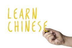 Handhandstil lär kines på whiteboard royaltyfria foton