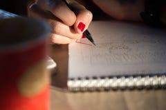 Handhandstil med blyertspennan Royaltyfri Fotografi