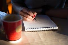 Handhandstil med blyertspennan Royaltyfri Foto