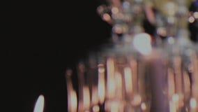 Handheld amatörmässig video för kameraVHS längd i fot räknat av det glass pyramidtornet för champagne stock video