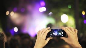 Handheld dziewczyna filmuje na wolnym powietrzu w Toledo, Hiszpania zbiory wideo