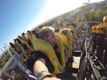 Handheld kolejki górskiej przejażdżka z przyjaciółmi Zdjęcia Stock