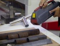 Handheld laser-rengöringsmedel royaltyfri foto