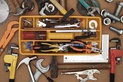 Handhjälpmedel och toolbox arkivbilder