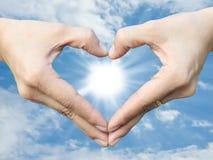 handhjärta gör tecknet Royaltyfria Bilder