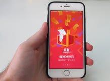 Handholding JD app voor enige dagverkoop Stock Fotografie
