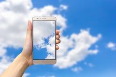 Handholding smartphone lizenzfreies stockfoto