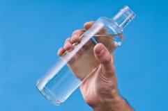 Handholdingflasche watter. Lizenzfreie Stockfotografie