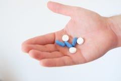 Handhoogtepunt van geneesmiddelen pillen Stock Foto's