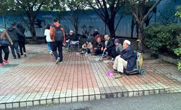 Handicapés et mendiants demandant l'aumône photo stock
