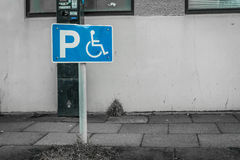 Handicap parking sign on a street Royalty Free Stock Photos