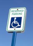 Handikap-Parken-Zeichen lizenzfreie stockfotografie