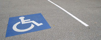 Handikap-Parkplatz Lizenzfreies Stockfoto