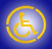 Handikapp det gula parkeringstecknet på asfalt, personer med handikapp Royaltyfri Foto